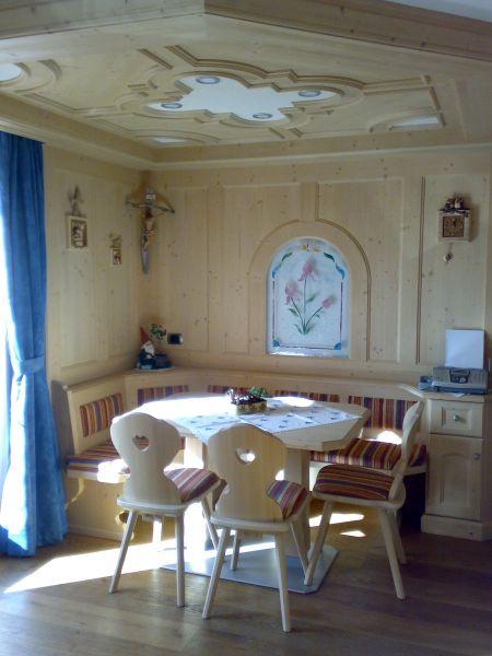 Tavoli da soggiorno moderni e classici tavoli da cucina for Tavoli da soggiorno moderni allungabili
