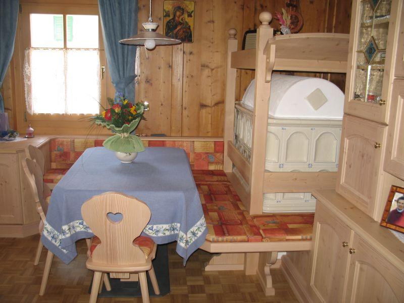 Tavoli da soggiorno moderni e classici tavoli da cucina for Tavoli allungabili classici